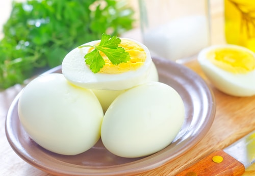 Eat a High-Protein Breakfast to Reduce Nighttime Snacking