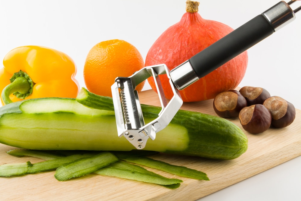 Fruits and vegetables peeler