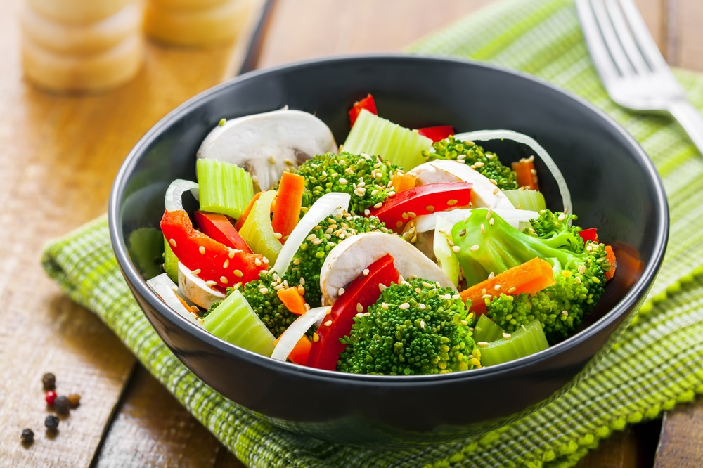 Image of a salad bowl with raw vegetables
