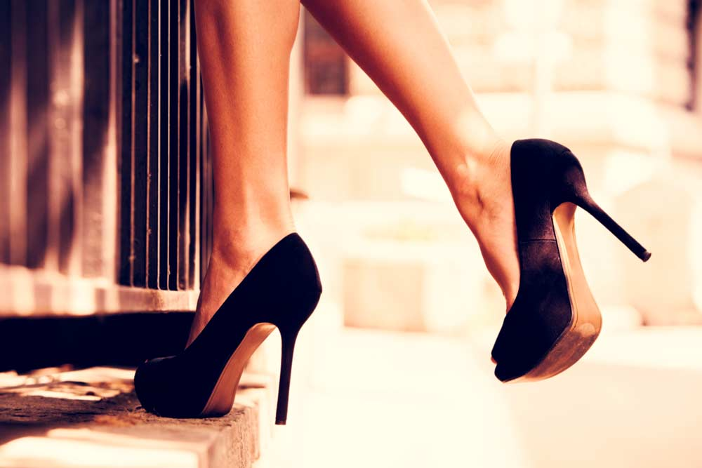 image of a woman's legs wearing high heels. Do high heals cause problems for your knee joints