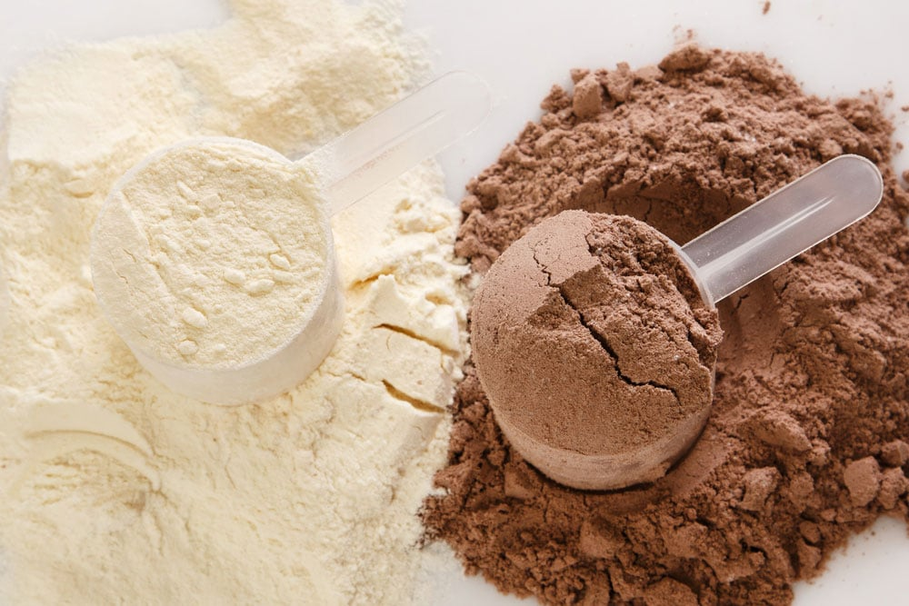 vanila and chocolate muscle protein powder